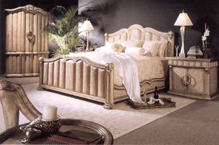 This romantic bedroom is true hollywood glamour!
